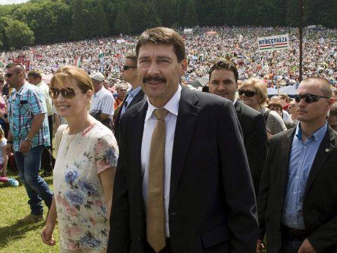 A magyar köztársasági elnök is részt vesz a csíksomlyói pápai szentmisén