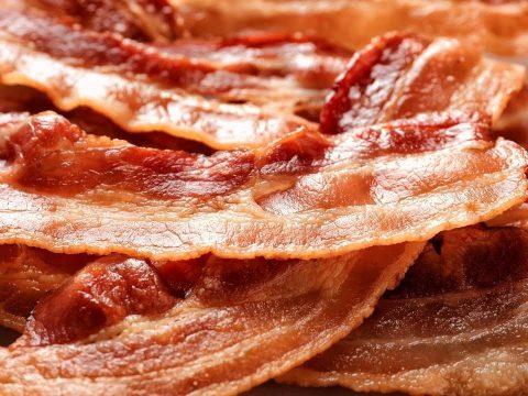 Már napi három szelet bacon is növeli a rák kockázatát