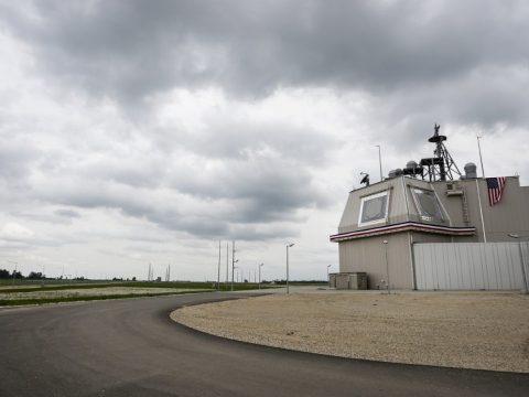 Korszerűsítik a NATO rakétaelhárító rendszerének Romániába telepített elemeit