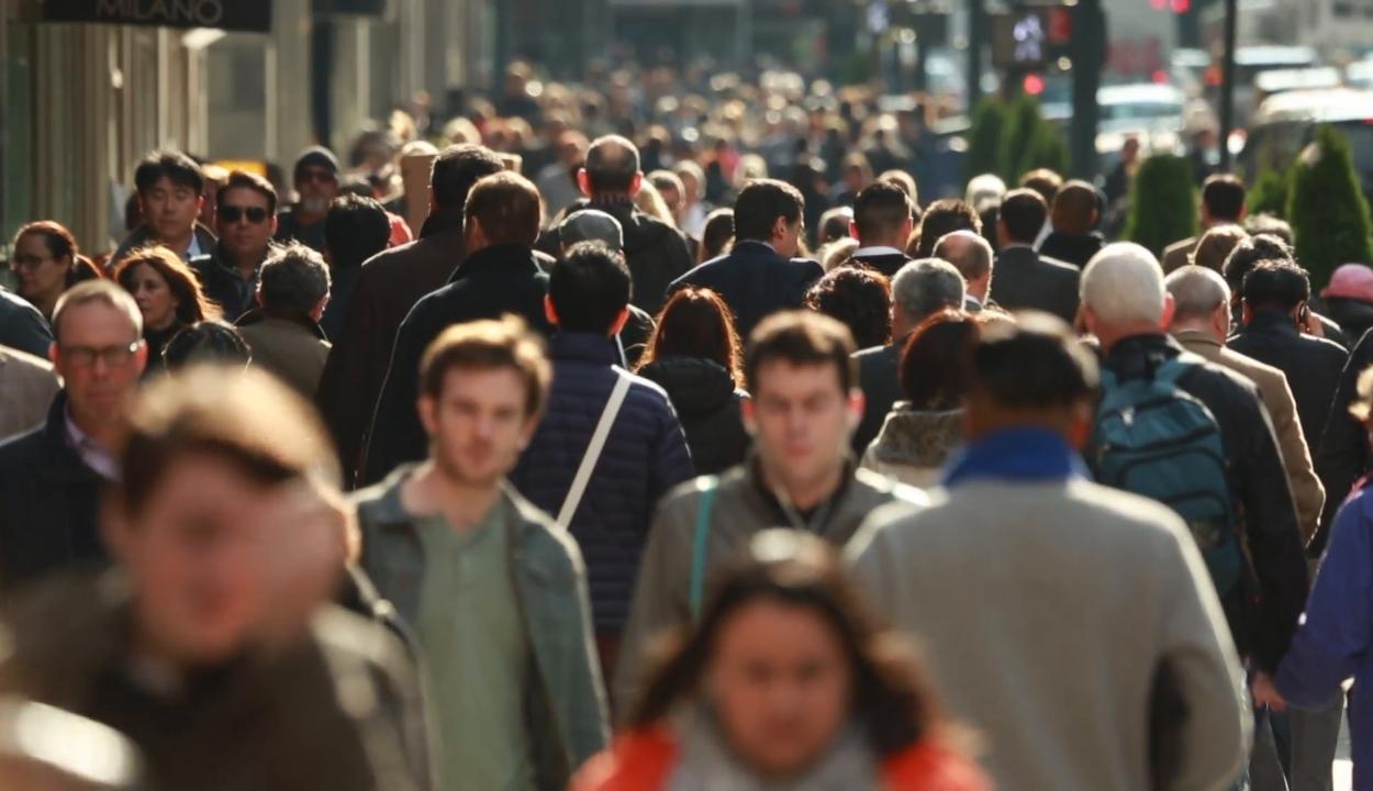 """Románia továbbra is """"emigráns"""" ország, tavaly több mint 125 ezerrel csökkent a népesség"""