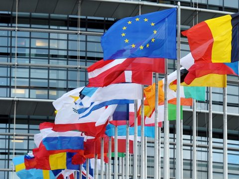 Egyre nagyobb a szegények és a gazdagok közötti szakadék az Európai Unióban