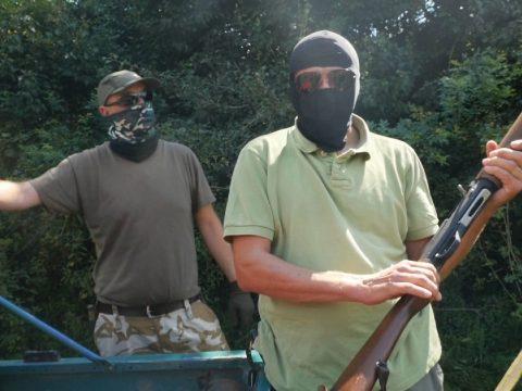 Vádat emeltek a magukat fegyverkereskedőnek kiadó romániai magyar férfiak ellen