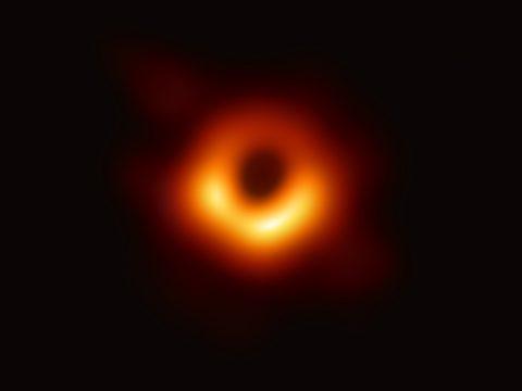 Egyre több csillagközi gázt és port nyel el a Tejútrendszer közepén lévő fekete lyuk