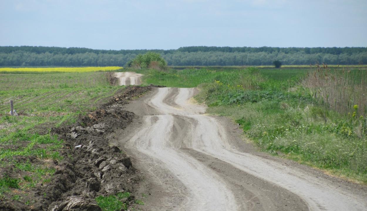 Románia úthálózatának az egyharmada még mindig földút