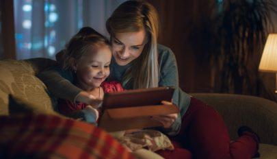 WHO: kétéves kor előtt semmilyen képernyő elé ne üljenek a gyerekek