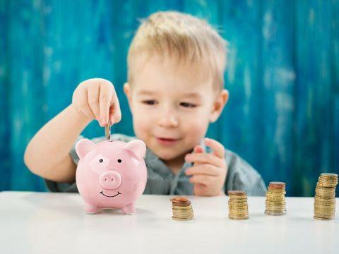 """Májusban kapják készhez a szülők az első megemelt """"gyerekpénzt"""""""