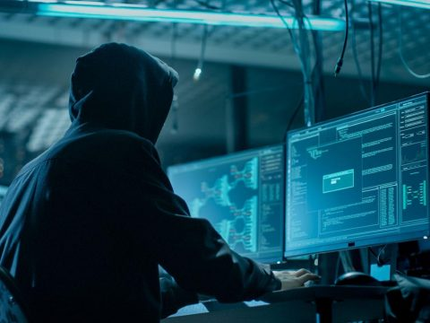 Börtönre ítéltek két román hackert, akik 400 ezer amerikai számítógépet fertőztek meg