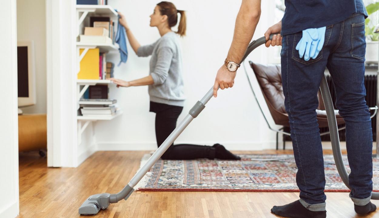 Kártérítést kell fizetnie a férjnek, amiért felesége végezte a házimunkát