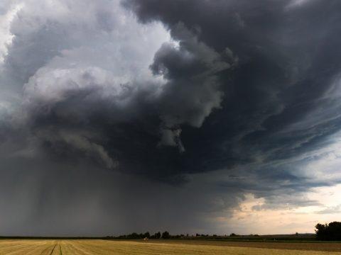 Huszonhét megyére adott ki a sárga jelzésű viharriadót a meteorológiai szolgálat