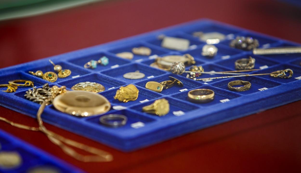 Elásott műkincsgyűjteményre bukkantak Keszthelyen