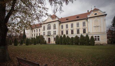 Bíróságon támadják meg a marosvásárhelyi római katolikus iskola megalapítását
