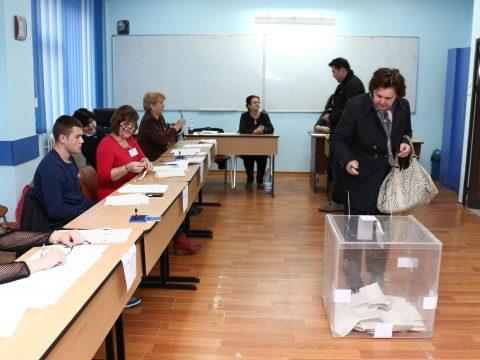 Az EP-választások kapcsán felmerült csalási vádakat kivizsgáló parlamenti bizottság létesítenének