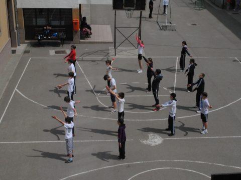 Johannis visszaküldte a parlamentbe a kisiskolások sportóráit szabályozó törvényt