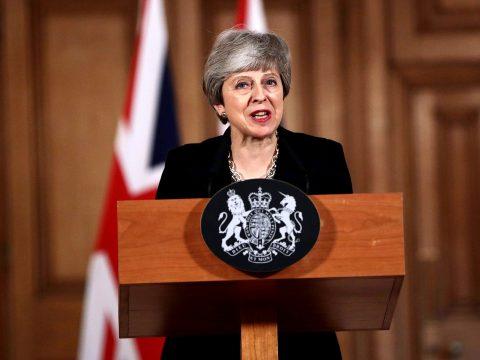 A Brexit további halasztásának kezdeményezésére kötelezte a parlament Theresa Mayt