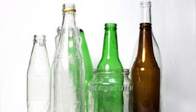 Mostantól 50 banis betétdíjat kell fizetnünk az újratölthető üvegekre