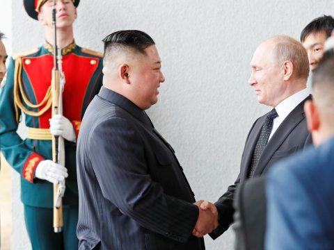 Találkozott egymással Vlagyimir Putyin és Kim Dzsong Un