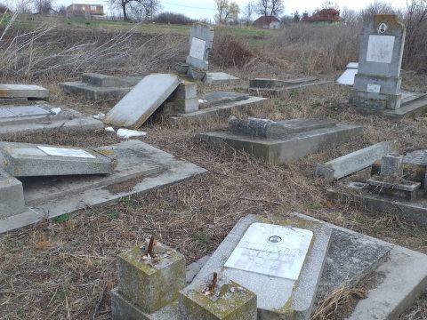Több mint 70 sírkövet törtek szét a huși-i zsidó temetőben