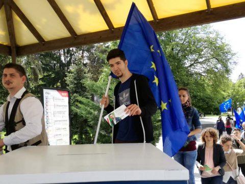 Villámcsődület a magyar képviseletért