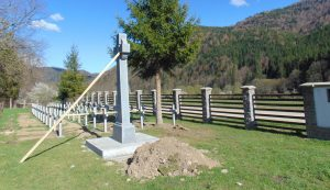 A jogtalanul és alaptalanul felállított román emlékmű és keresztek
