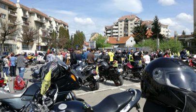 A motorosok is közösségben élnek