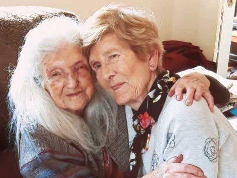 Nyolcvanegy éves korában találkozott először 103 éves édesanyjával egy ír nő