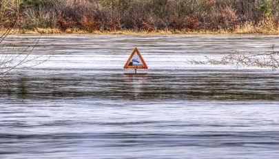 Másodfokú és elsőfokú árvízriasztások hétfő délutánig több erdélyi folyón