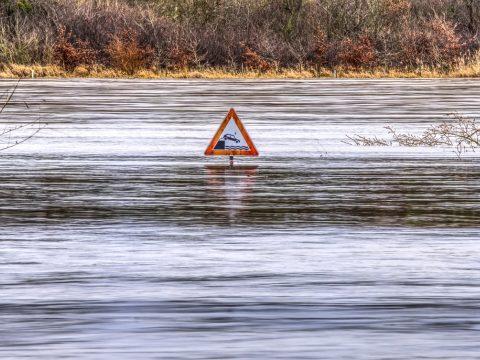 Első- és másodfokú árvízriadó érvényes szerda délutánig 11 vízgyűjtő medencére