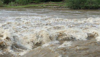 Másodfokú árvízriasztás a Tatros Kovászna megyei vízgyűjtő medencéjében