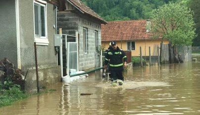 Áradások a Bánságban: 11 településén volt szükség a tűzoltók segítségére