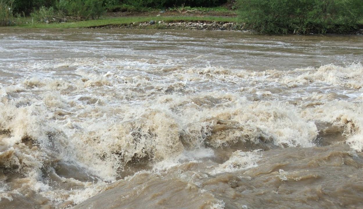 Tizenegy megyében okozott károkat a kedvezőtlen időjárás