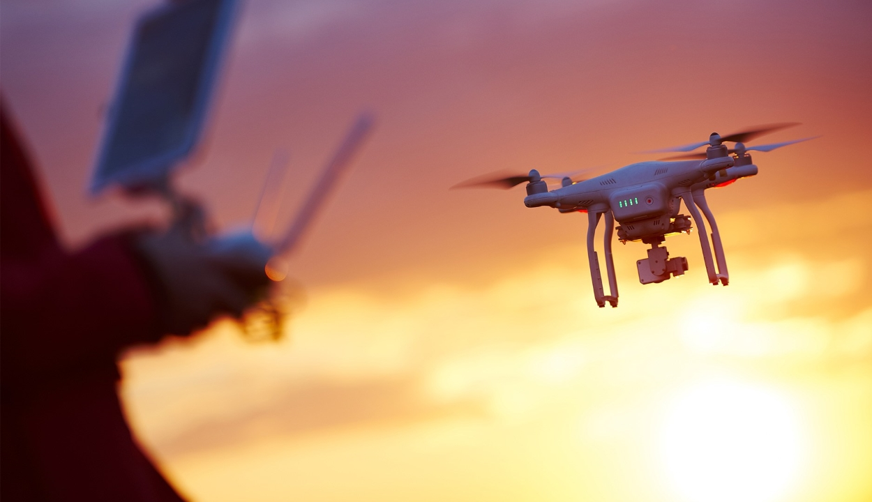 Klímaaktivisták drónokkal bénítják meg London legnagyobb repülőterét
