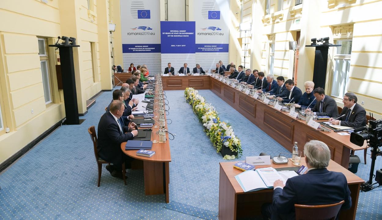 EU-csúcs: tízpontos nyilatkozatot fogadtak el az uniós vezetők