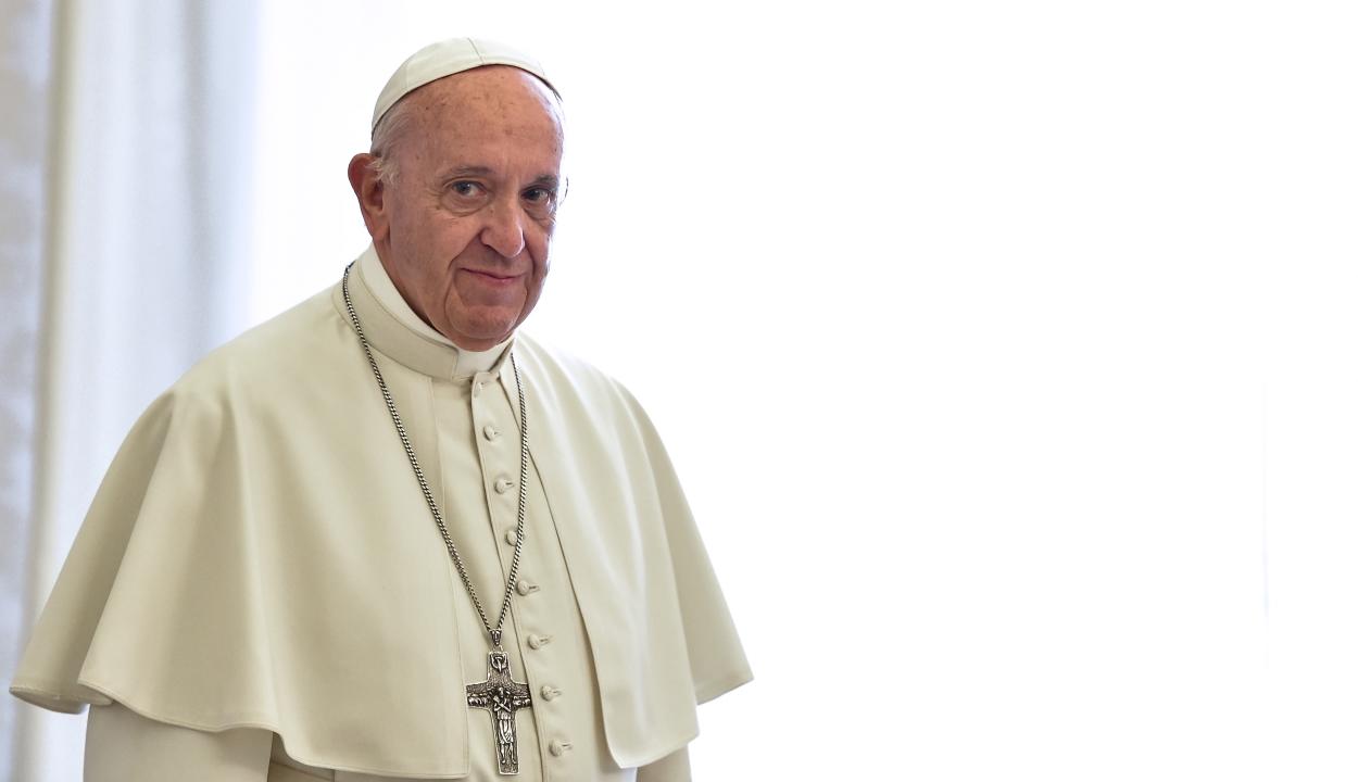 Ferenc pápa öt lélegeztetőgépet adományozott a suceavai kórháznak