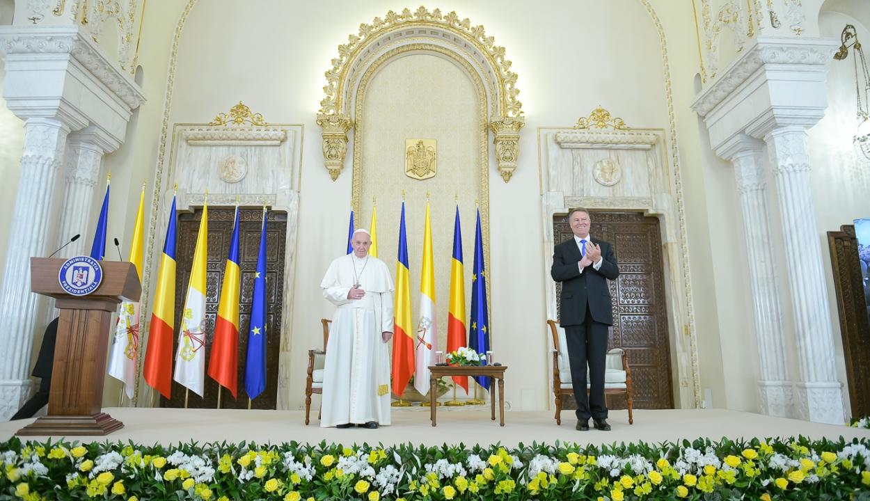 Ferenc pápa: a nehézségek ellenére Románia nagyot lépett előre a demokratikus fejlődés útján