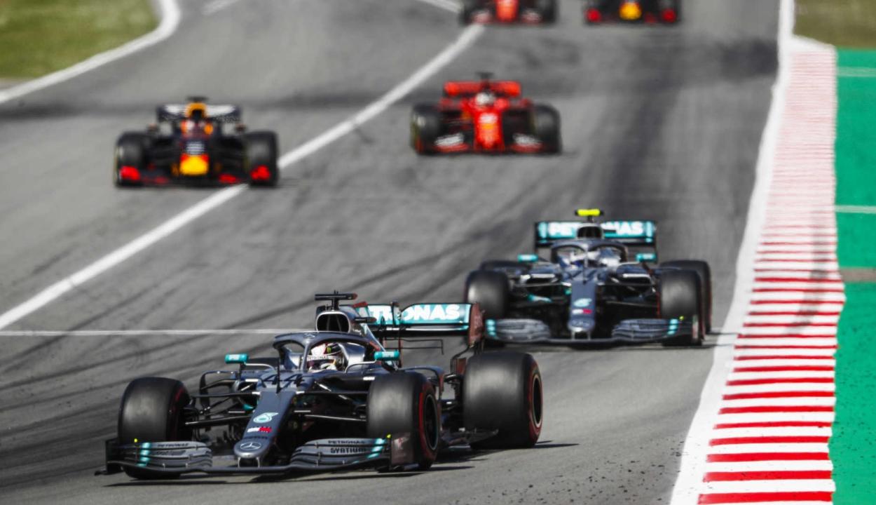 Forma-1: Hamilton győzött Spanyolországban, ötödször is kettős Mercedes-siker