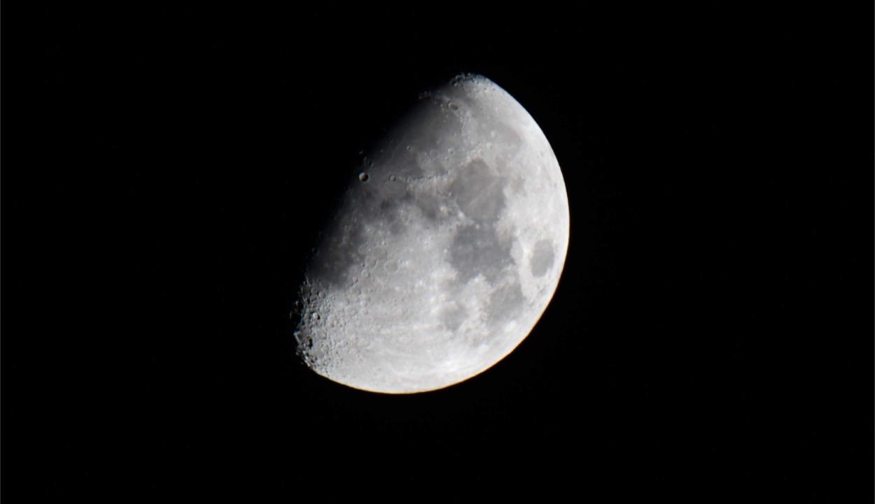 Részleges holdfogyatkozás lesz ma éjjel
