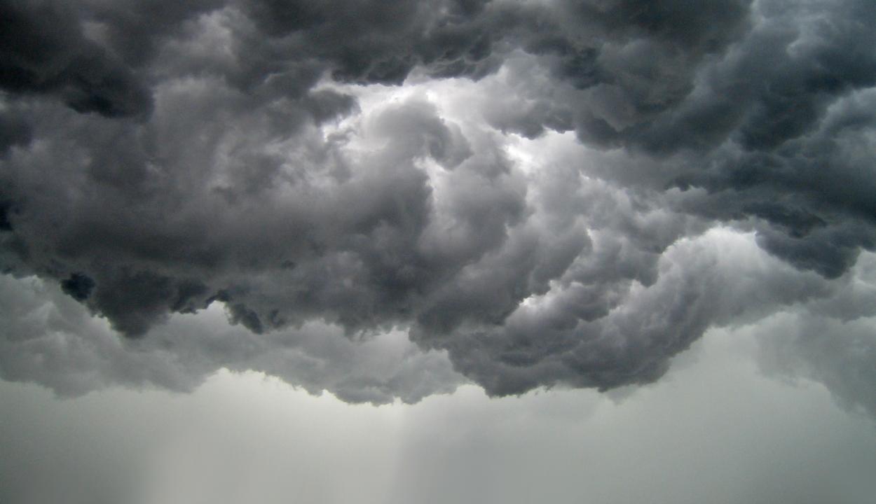 Narancssárga jelzésű viharriasztás öt megyében, sárga riadó 18 megyében