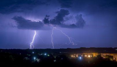 Elsőfokú eső- és viharriasztás az ország 30 megyéjében csütörtök reggelig