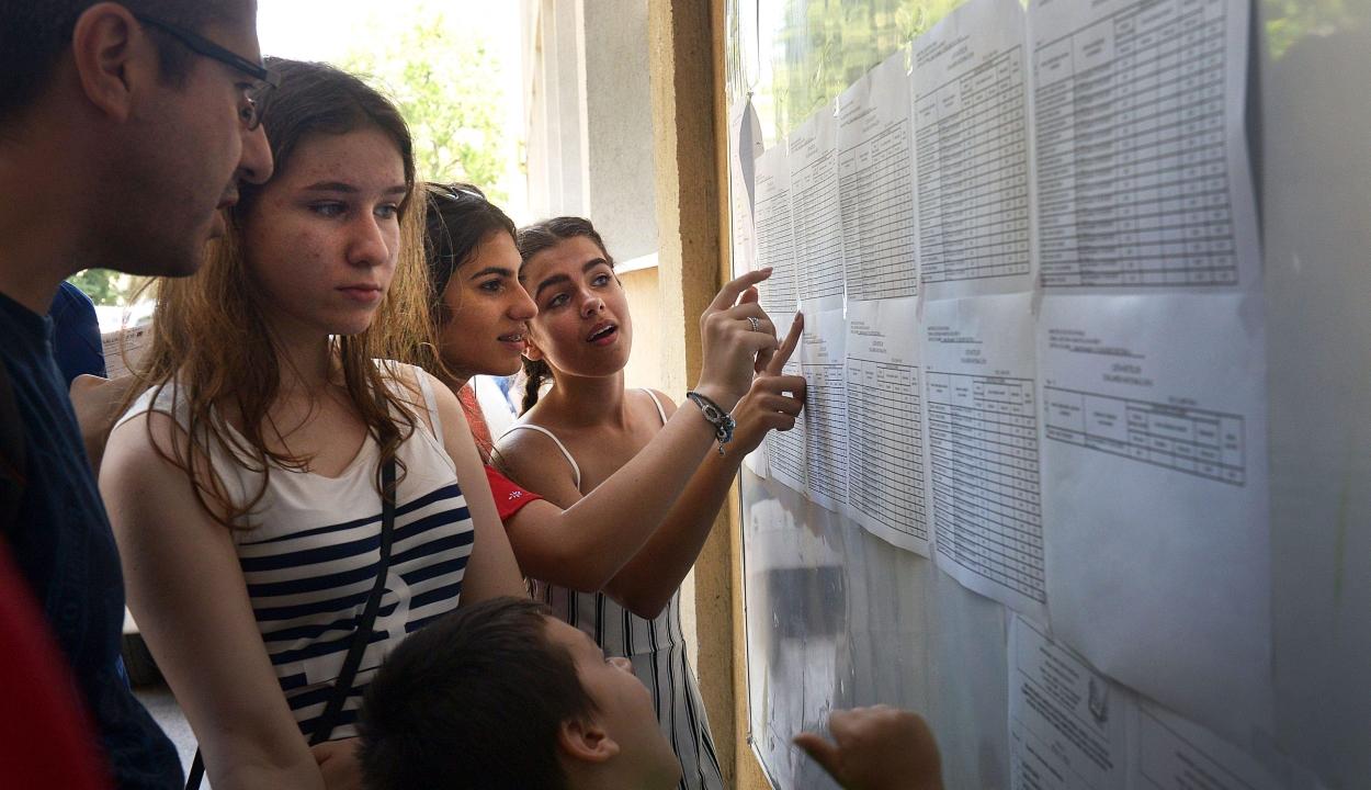 Az elnöki hivatal bírálja, a minisztérium védi a diákok szakiskolába való besorolását előíró rendeletet
