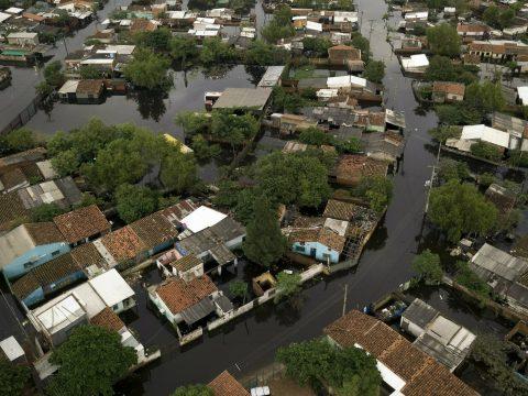 Heves esőzések és áradások sújtják Olaszország középső részét