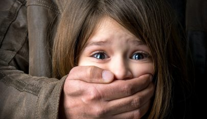 4 éves kislánnyal fajtalankodó párt tartóztattak le Aradon