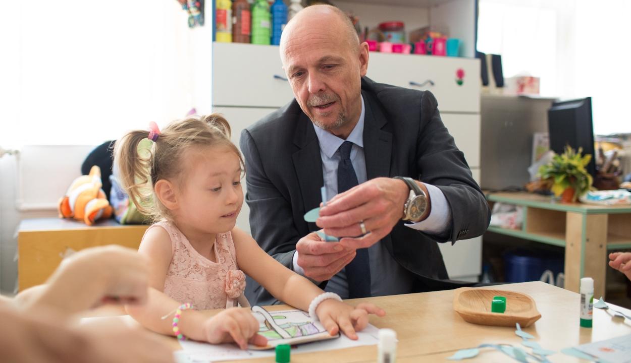 UNICEF-képviselő: Románia egyes részein elfogadhatatlan szintre csökkent az oltottsági arány