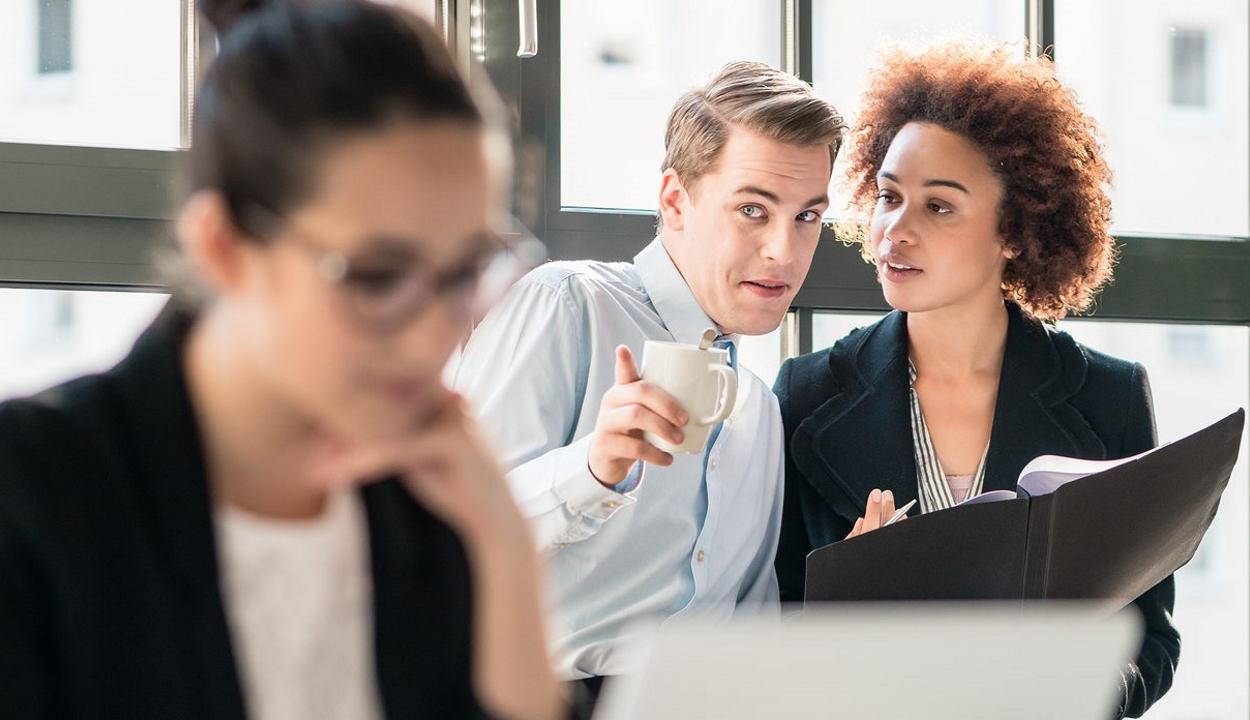 Nem pletykásabbak a nők, mint a férfiak – állítja egy kutatás