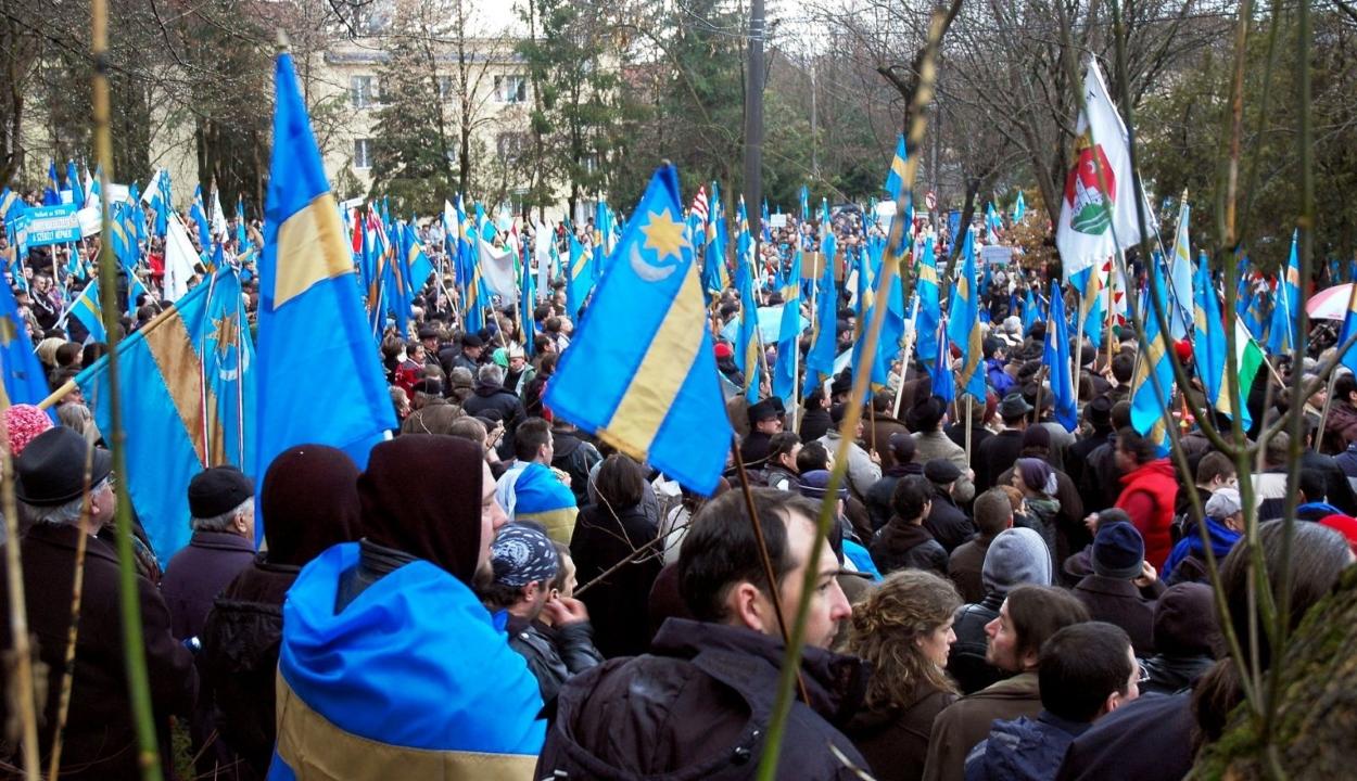 SZNT: a magyar pártok mindegyike támogatja a nemzeti régiókról szóló kezdeményezést