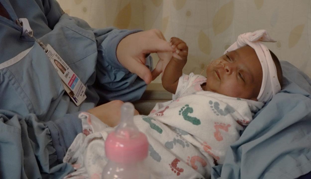 Egészségesen hazatérhetett a világ legkisebb súlyú újszülöttje