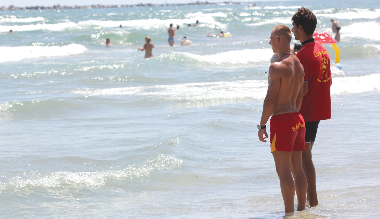 Június elsejétől több mint 120 vízimentő teljesít szolgálatot a tengerparti strandokon