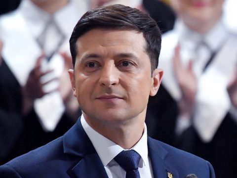 Alig iktatták be, máris lemondatnák az új ukrán elnököt