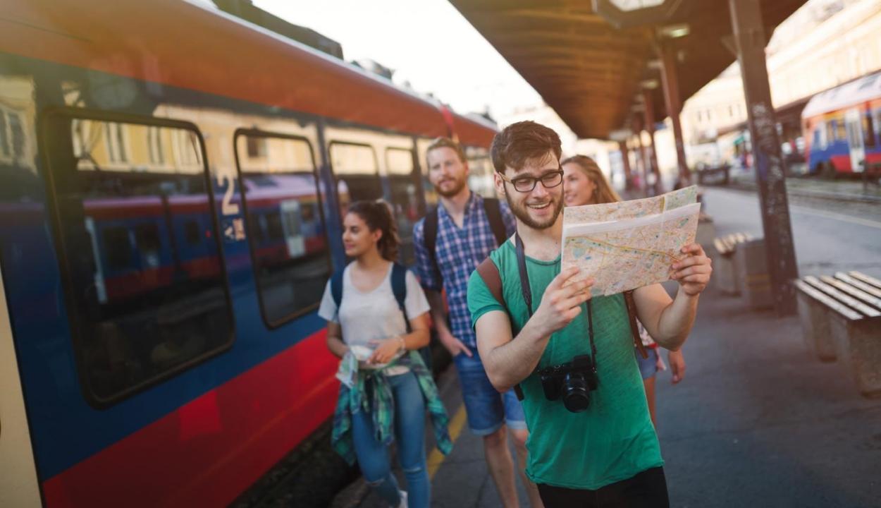 Az EU újabb ingyenes európai utazási pályázatot hirdetett fiatalok számára
