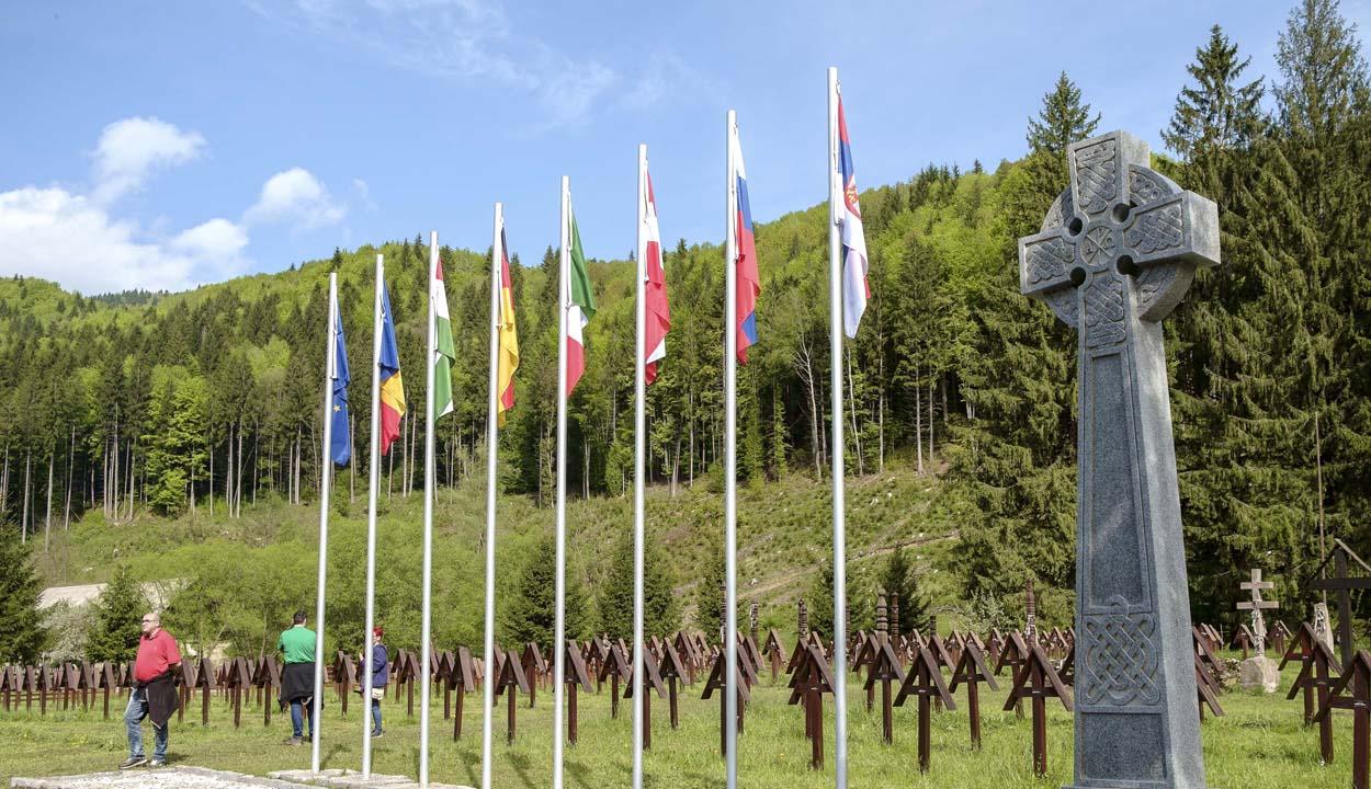 Jogerős ítélet kötelezi Bákó megye prefektusát az úzvölgyi temetőre vonatkozó iratok kiadására