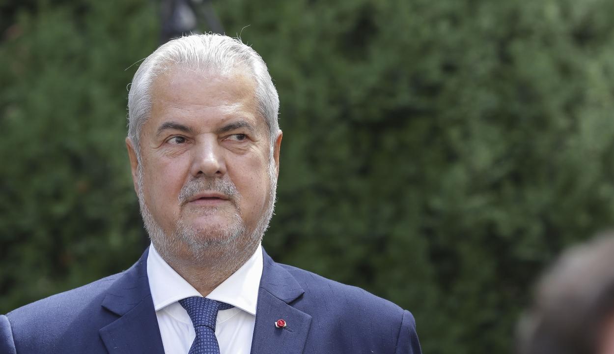 Johannis visszavonta 12 közéleti személyiség, köztük Adrian Năstase kitüntetését